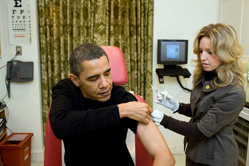 800px-A_nurse_vaccinates_Barack_Obama_against_H1N1